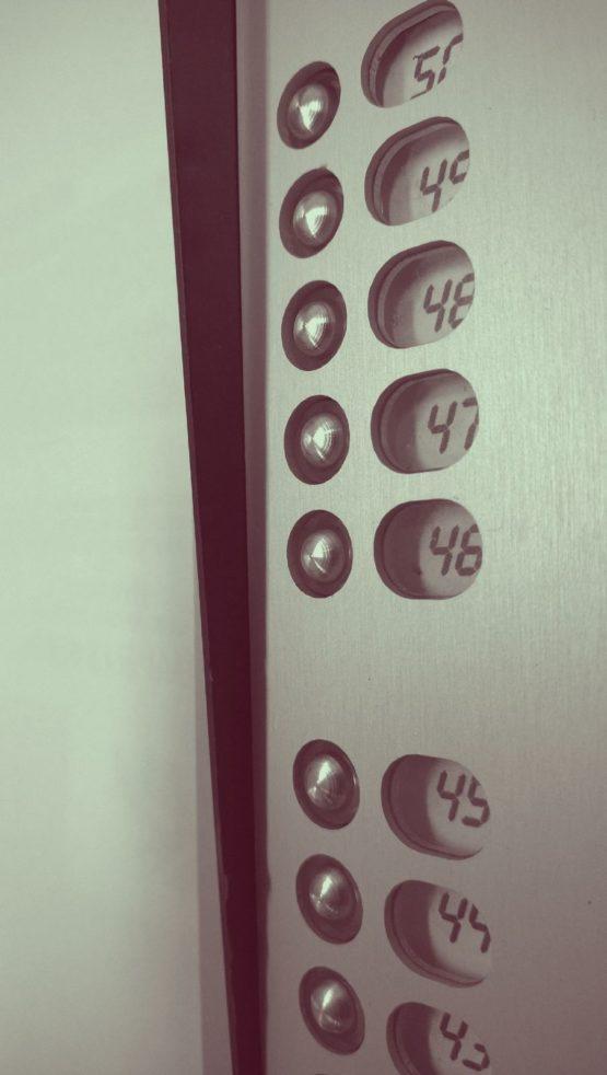 Domofon - przyciski i numery mieszkań