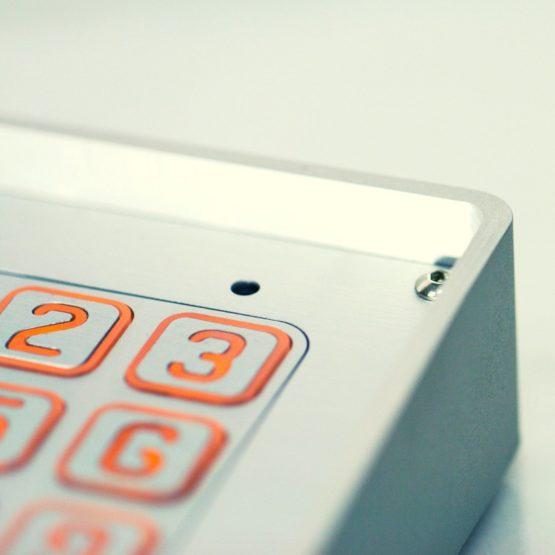 Domofon z szyfratorem - obudowa ze stopu anodowanego aluminium, bursztynowe podświetlenie LED