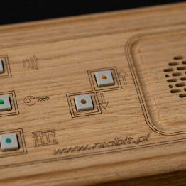 Unifon drewniany głośnomówiący